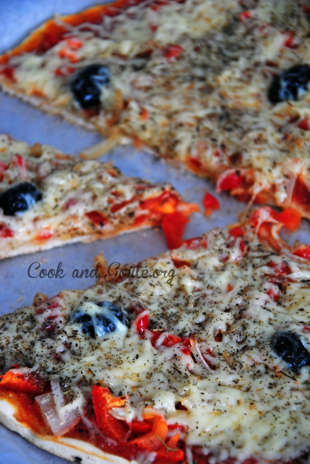 Pizza maison oignons poivrons rouge cook and go te - Ingredient pizza maison ...